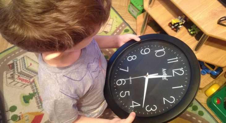 Как быстро и легко научить ребенка смотреть время по часам: советы и видео мастер-класс как научить ребенка ориентироваться во времени (130 фото)