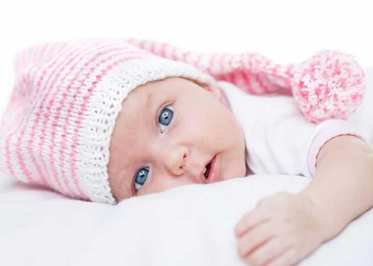 Почему ребенок срыгивает молоко после кормления и нормально ли это? Советы родителям малышей от врачей-педиатров