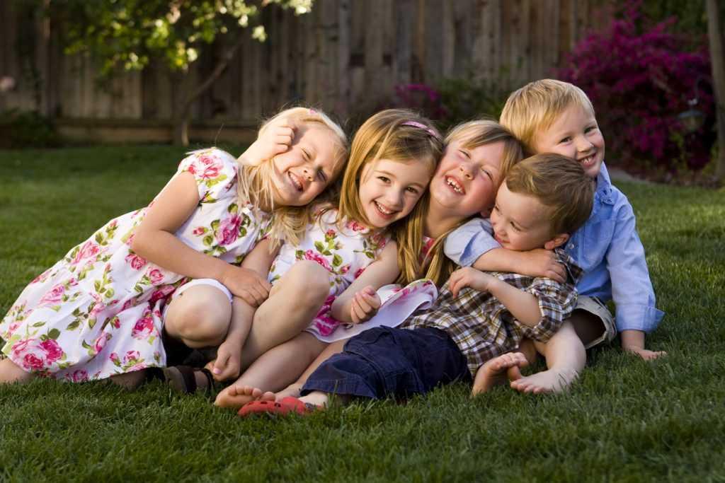 картинки детки смеются тому праздничное