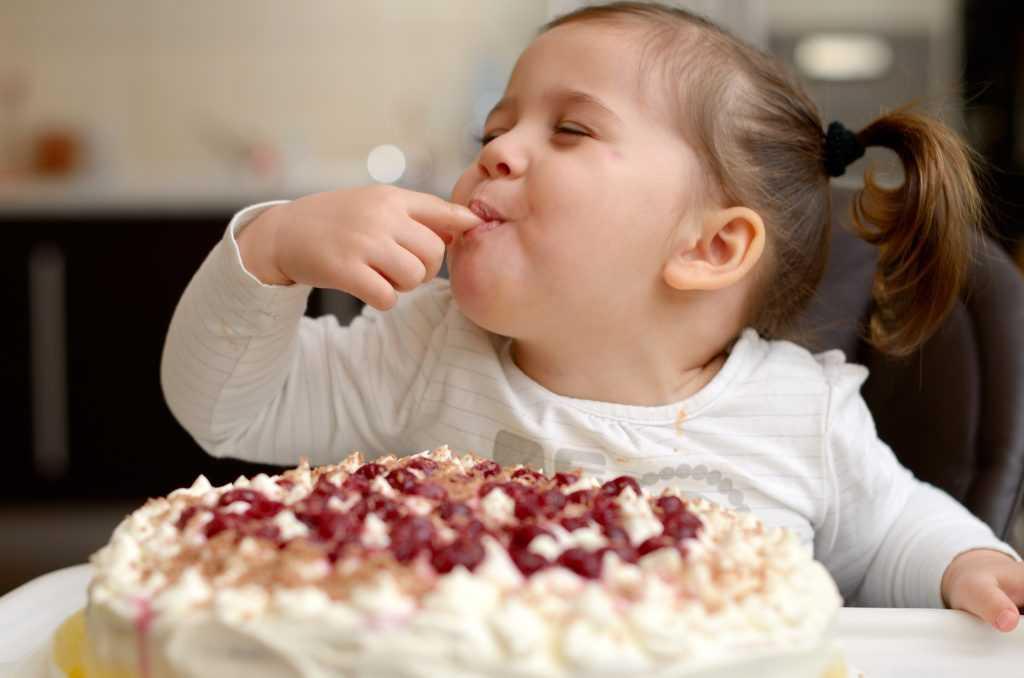 вот, если мучает тоска скушай торта два куска картинки одним